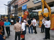 Prospect customers inquiring about the machinery at the outdoor exhibition site